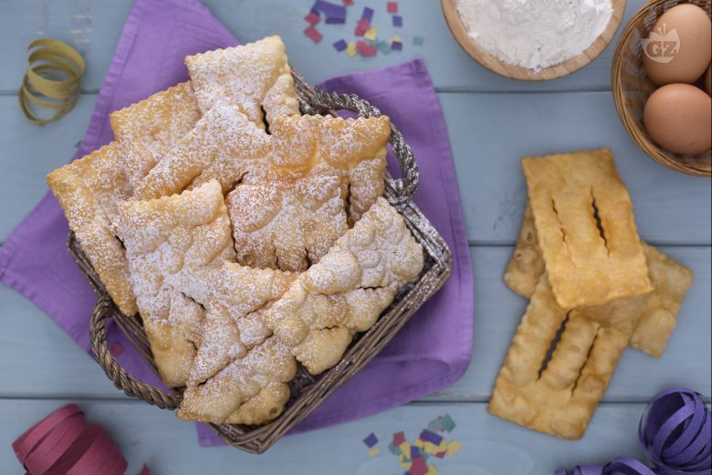 Chiacchiere (Sweet fried dough)