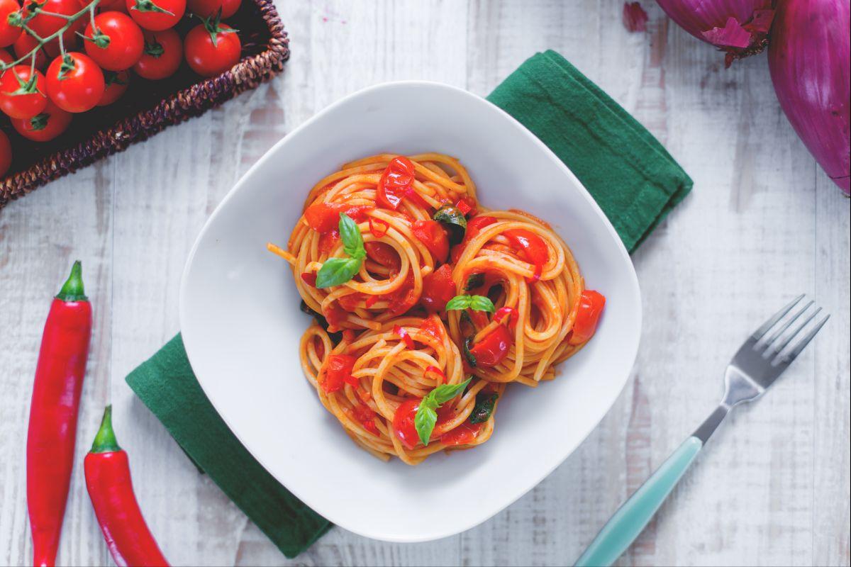 Spicy spaghetti nests
