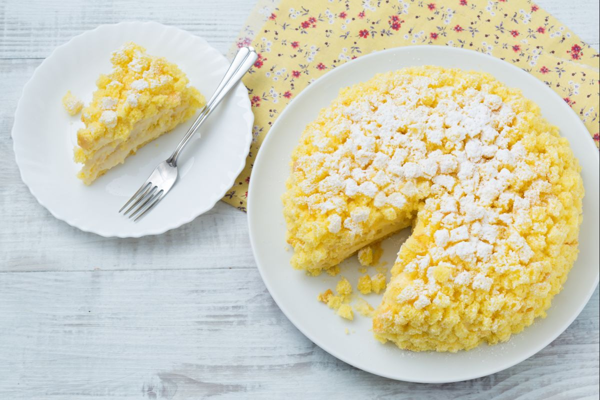 Classic mimosa cake (Cake covered with sponge cake cubes)