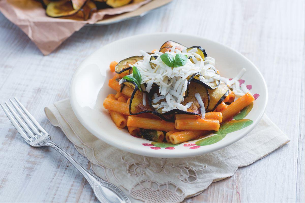 Pasta alla Norma (Pasta with eggplant)