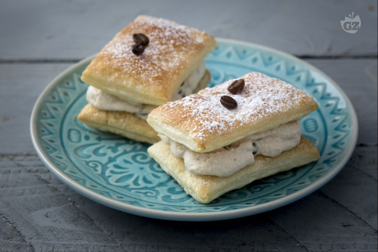Coffee puff pastry