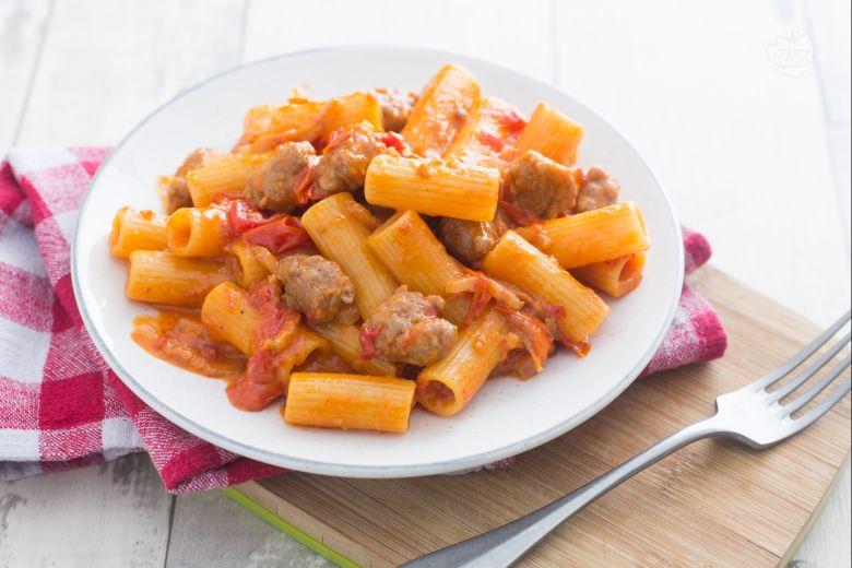 Pasta alla zozzona (Carbonara, amatriciana and cacio e pepe pasta)