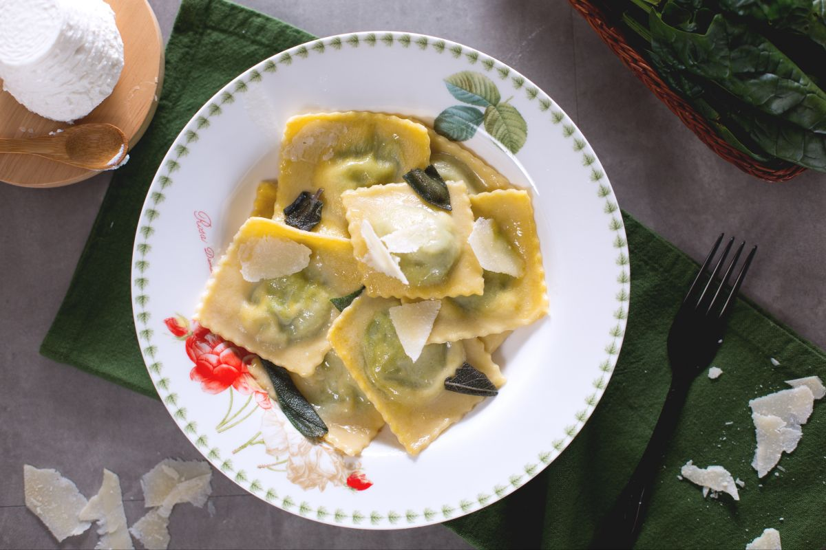 Ricotta and spinach ravioli with butter and sage