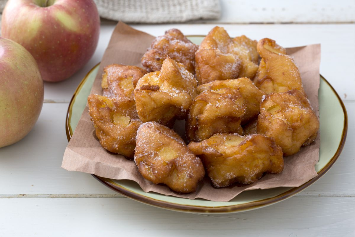 Apple and ricotta fritters