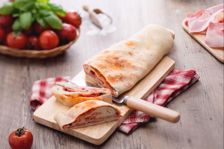 Stuffed pizza roll