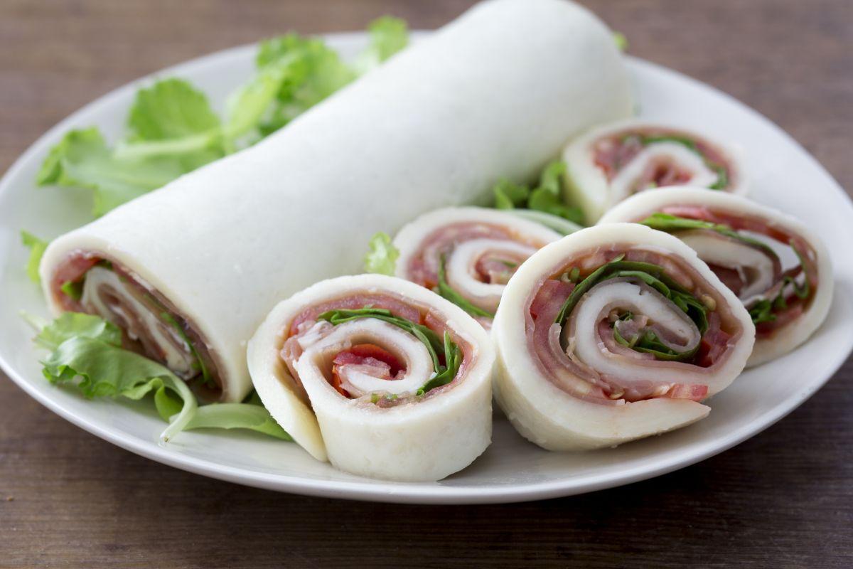 Stuffed mozzarella roll