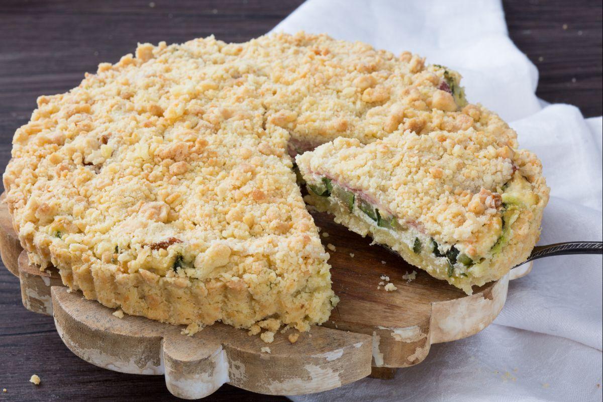 Savory zucchini crumble